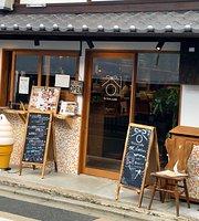Rakuen Cafe