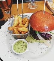 Burguesa Burger & Gin