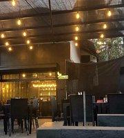 KiKi Bar & Grill