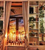 Lugo Restaurant & Lounge