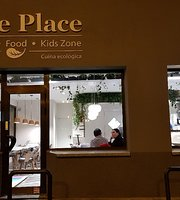 The Place: Coffee, Food, Kids Zone. Cuina ecològica