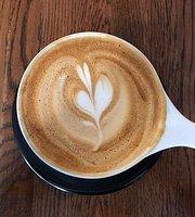 Brewella's Coffee, Crepes & Collectibles