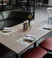 Seasons Cafe, Restaurant & Bar