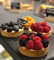 Breadly cafe& bakery