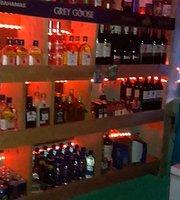 Lannys Restaurant, Karaoke and Sports Bar