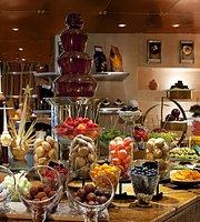 Al-Qasr Restaurant