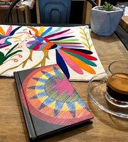 Ollita Cafe & Boutique