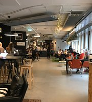 Startup Café & Open Workspace by SUP46