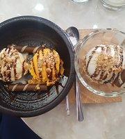 Moni's Ice Cream - Coffee Bar
