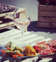 H8 - wine, tapas & juice bar