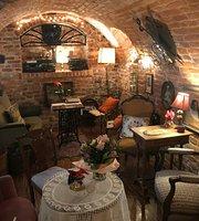 Plumkawka Art Cafe & Wine Bar