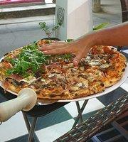 Pizza Hug