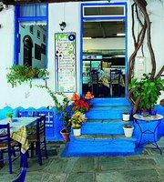 Blue Chairs (η ταβέρνα στήν πλατεία)