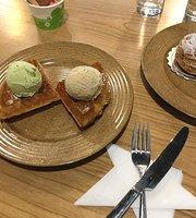 L'Oasis - Ice Cream - Gelato - Coffee - Waffles