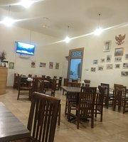 Kopi Susu Roti Kornet Kukus Pisang Goreng Sambal Afbeelding Van Lakopi Makassar Tripadvisor