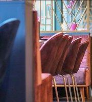 Zavi Restaurant