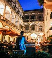Restaurant Cafe Italian Courtyard