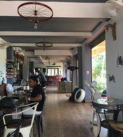 The Garage - Café