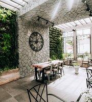 Amis Restaurant