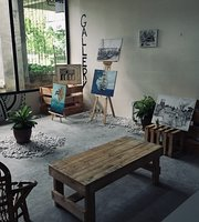 Lay-Park Cafe And Gallery