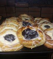 Kandi's Cakes & Bake Shop