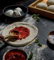 Margherita Pizza Artigianale Finikoudes
