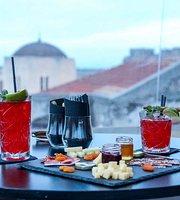 L'Eternel French Bar