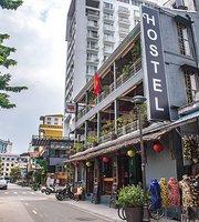 Hue Hostel & Sports Bar