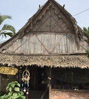 Quat Mo Pub & Hostel