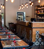 Izzy Restaurant And Bar