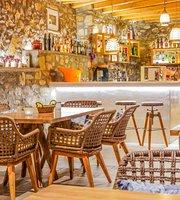 Salty Houses Pool Restaurant