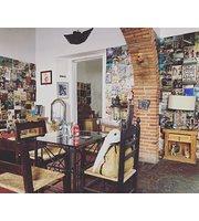 Café Art & Antiques
