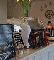 Cafe De Paris