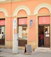 Nagyi Boltja (Grandma's shop and cafe)