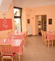 Nagyi Boltja (Grandma's shop and café)