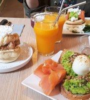 Le Moderni'the Café