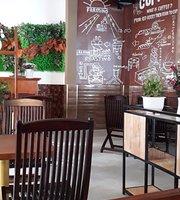 Hoàng Tuấn Coffee & Tea