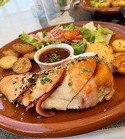 El Baúl Restaurant