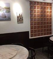 La Vie En Rose Cafe