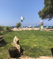 Lakis Beach Bar
