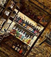 Runa Game Cafe & Pub