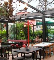 La Mess Cafe Restoran