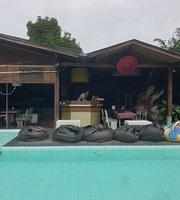 Banana Pool Bar