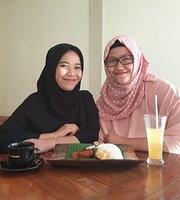 Nasi Tempong & Ayam Lalapan Bibi Sumi