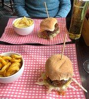 The Red Lion Luton Pub