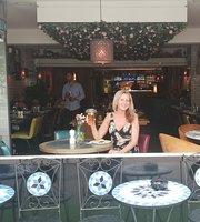 Q Bar and Kitchen Shirley