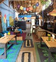 1World Cafe & Hostel