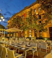 Plaza Santa Teresa Restaurante Bar & Lounge