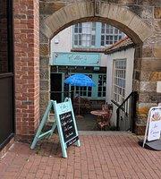 Ellie's Courtyard Cafe