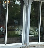 Classic pub & cars